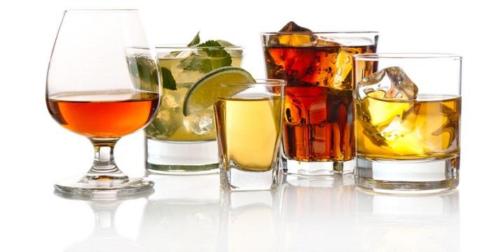 стаканы с алкогольными напитками